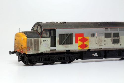 Bachmann Branchline 32-380 Class 37/5 37671 'Tre Pol and Pen' in Railfreight Distribution Livery.